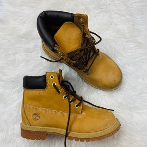 ✨Timberland youth boots size 3 M